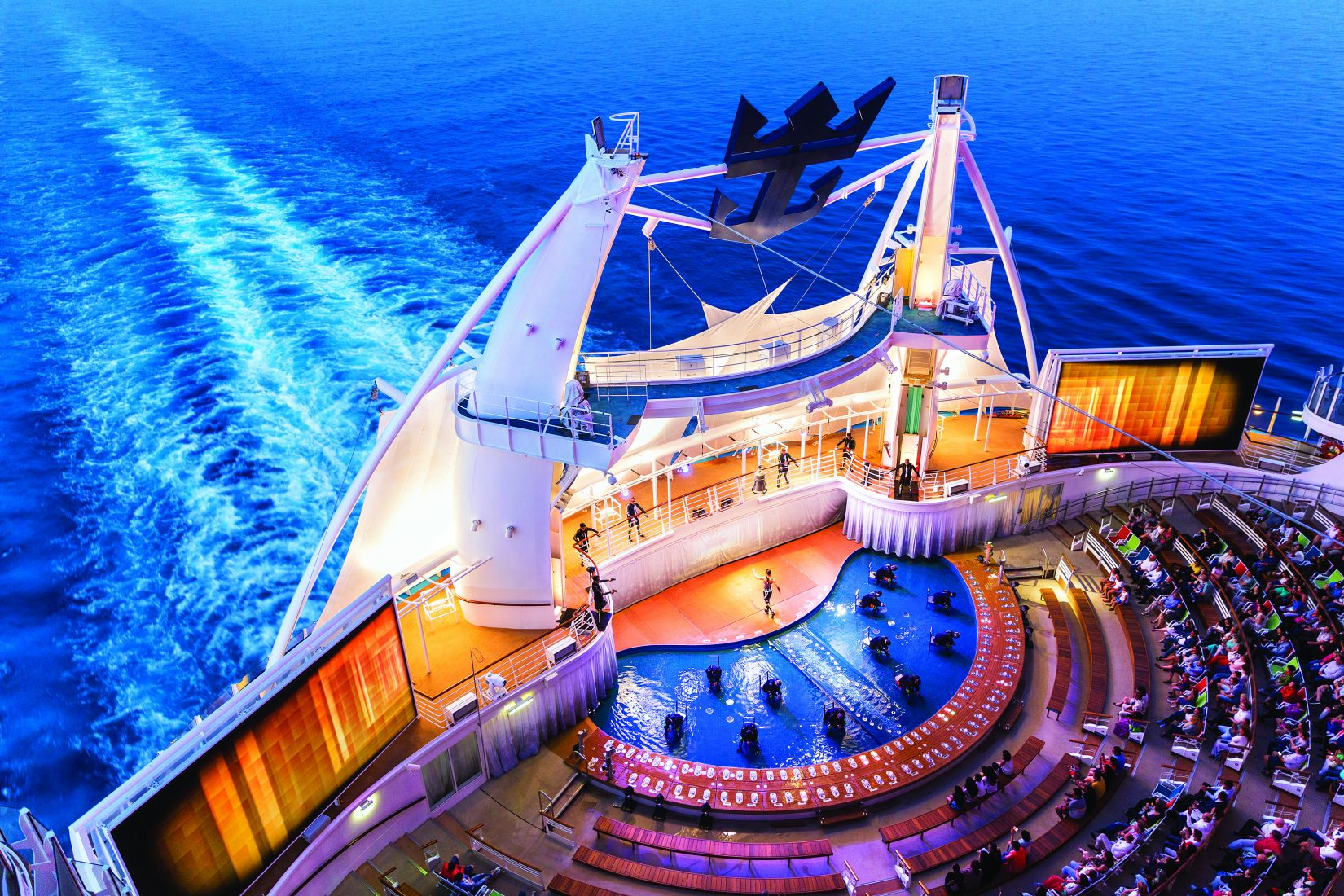 AquaTheater Shows na lodi Allure of the Seas.