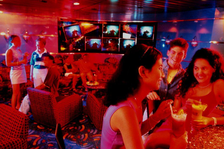 Adventure of the Seas - Royal Caribbean International - koktejl bar