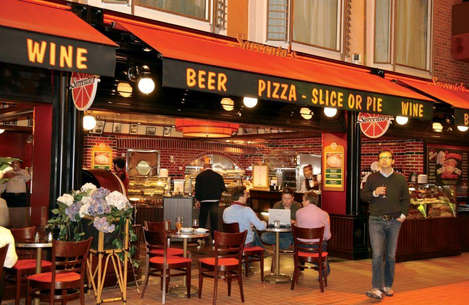 Freedom of the Seas - Royal Caribbean International - Sorrento ´s Pizza
