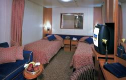 Radiance of the Seas - Royal Caribbean International - postele a TV v kajutě na lodi