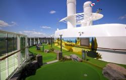 Serenade of the Seas - Royal Caribbean International - mini golfové hřiště na lodi
